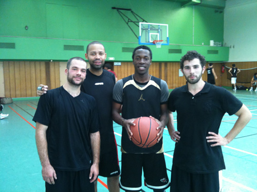 Photo des 4 basketteurs